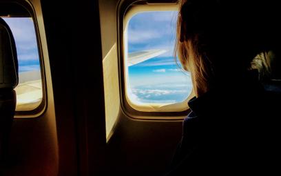 """Pasażer samolotu z Warszawy do Nowego Jorku """"emituje"""" ok. 320 kilogramów CO2."""