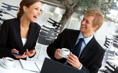 Nie uśmiechaj się w pracy w sztuczny sposób, bo narazisz na szwank swoją wiarygodność