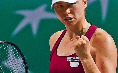 Zwonariowa poprawiła bilans spotkań z Karoliną Woźniacką na 5-4