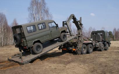 Samochód ciężarowy dużej ładowności Jelcz P862 D.43 w układzie 8×6 z systemem samozaładowczym Multil