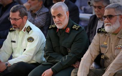 Gen. Kasem Sulejmani (w środku) na zdjęciu z czerwca 2019 roku