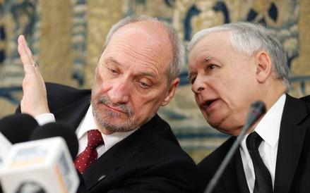 Jarosław Kaczyński i Antoni Macierewicz (zdjęcie z 2013 roku)