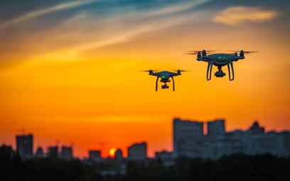 """Drony pod kontrolą – co się zmieniło w """"prawie dronów"""" w 2021 roku?"""