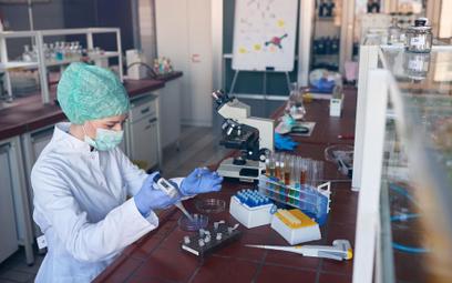 Projekt ustawy o medycynie laboratoryjnej: uwolnienie zawodu diagnosty, rejestr laboratoriów