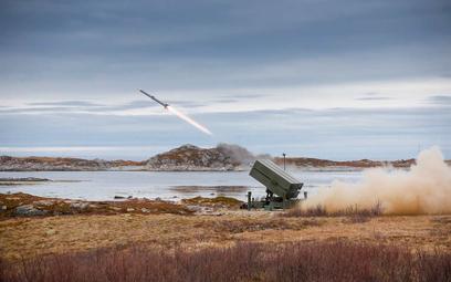 Odpalenie pocisku kierowanego AIM-120 AMRAAM z wyrzutni systemu NASAMS. Fot./Kongsberg.