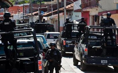 Starcie zgangami. Operacja policyjna wmieście Aguililla, wstanie Michoacan