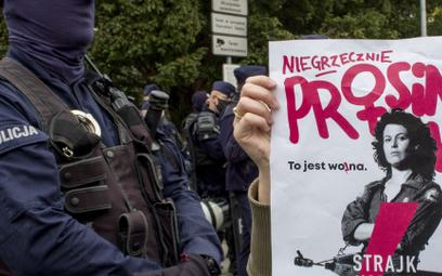 Protesty nielegalne, policja bezradna