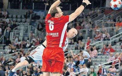 Karol Bielecki w sobotę kazał sobie ogolić głowę, w niedzielę był najlepszym piłkarzem meczu o brąz.