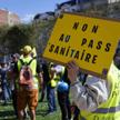 Protest przeciwko certyfikatom covidowym we Francji