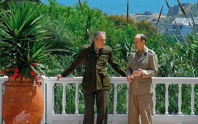 Generała Sikorskiego gra Krzysztof Pieczyński. Na zdjęciu razem z gubernatorem Gibraltaru – w tej ro