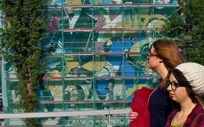Mural przy Tamce ma charakter komiksowy