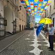 Instalacja z kolorowych parasolek w centrum Pszczyny u niektórych lokalnych polityków wzbudza kontro