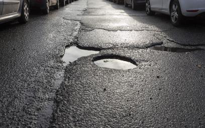 Dziurawa droga sama się załata