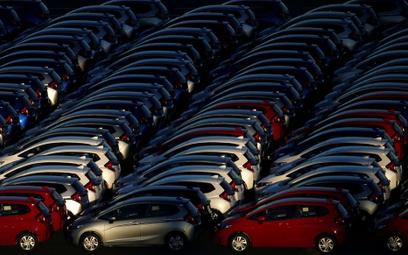 Sprzedaż pojazdów pikuje w dół, ale z małymi wyjątkami