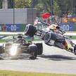 Samochody Lewisa Hamiltona (z lewej) i Maxa Verstappena (z prawej) zderzyły się na 28. okrążeniu