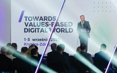 Prezydent Andrzej Duda podkreślał,  że nowe inicjatywy  w ramach NATO, dotyczące cyberbezpieczeństwa