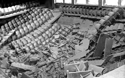 Aula Wyższej Szkoły Pedagogicznej w Opolu po wybuchu trotylu. W nocy z 5 na 6 października 1971 r. p