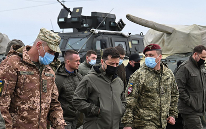 Prezydent Ukrainy Wołodymyr Zełenski w czasie wizyty w ukraińskiej jednostce w obwodzie chersońskim,