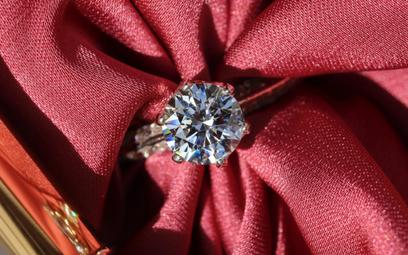 Największy producent biżuterii rezygnuje z diamentów