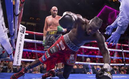 Tyson Fury i Deontay Wilder podczas walki w Las Vegas