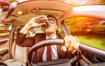 Pijany sprawca ostrzeże przed wypadkiem