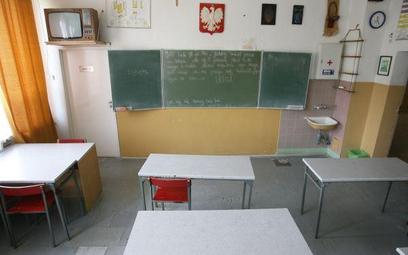 Czy pełnoletni uczeń może sam usprawiedliwiać nieobecność w szkole?