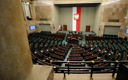Sondaż: Lewica, PSL, Kukiz'15 i Porozumienie poza Sejmem