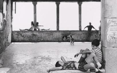 """Henri Cartier-Bresson """"Simiane-la Rotonde"""" – podarunek artysty dla Biblioteki Narodowej Francji ku c"""