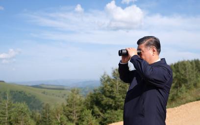 """Xi Jinping uważa, że model """"chińskiego socjalizmu"""" jest konkurencyjny wobec zachodniej demokracji. P"""