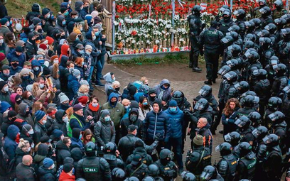 Funkcjonariusze MSW rozpędzili w niedzielę wMińsku demonstrację obrońców memoriału upamiętniającego