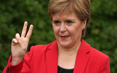 """Nicola Sturgeon chce referendum """"kiedy minie kryzys związany z Covidem"""", ale """"przed końcem 2023 roku"""