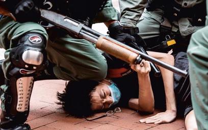 Odpowiedzią na plany Pekinu były stłumione przez policję niedzielne demonstracje w Hongkongu