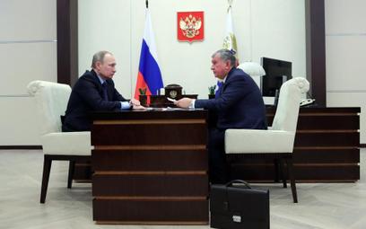 Prezydent Rosji Władimir Putin i prezes Rosneftu Igor Seczin