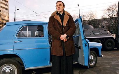 """Film wchodzi na ekrany 25 lat od śmierci kapelana """"Solidarności"""". Głównego bohatera gra Adam Woronow"""