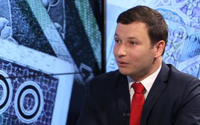 """#RZECZoBIZNESIE: Aleksander Łaszek: """"Piątka"""" PiS to program bardzo niebezpieczny"""
