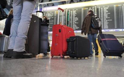Porty lotnicze już mają cywilnych kontrolerów