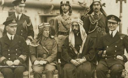 Książę Fajsal ibn Husajn (syn szarifa Mekki Husajna ibn Alego) zoficerem wywiadu brytyjskiego Thoma