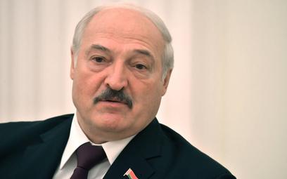 Łukaszenko: Zmienić konstytucję, by uniemożliwić opozycji przejęcie władzy