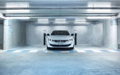 Dwie hybrydowe wersje trzech Peugeotów