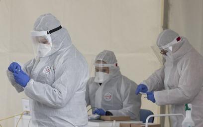 W piątek 476 nowych przypadków koronawirusa. Znów wzrost