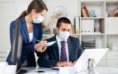 Czy pracodawca może wprowadzić obowiązek zakrywania nosa i ust na terenie zakładu pracy