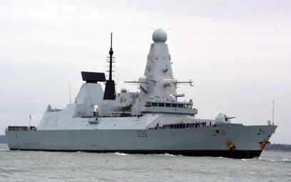 Rosjanie oddali strzały ostrzegawcze w kierunku brytyjskiego niszczyciela