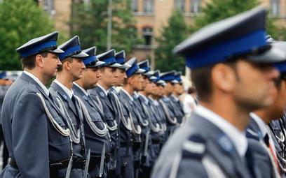 Policja, straż graniczna: wyższe dodatki za wysługę lat