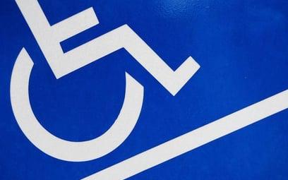 Więcej osób niepełnosprawnych w urzędach, ale wciąż za mało