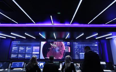 Centrum walki z cyberprzestępczością w IBM w środku ciężarówki na ulicach Londynu
