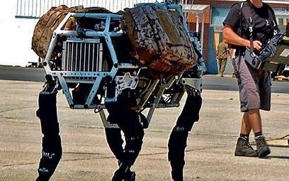 Kroczący robot może być wyposażony w zabójczą broń