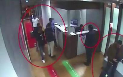 Nagranie z 2 października, na którym widać Saudyjczyków podejrzanych o zabójstwo dziennikarza na lot