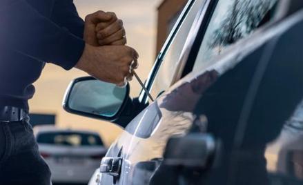 Otwieranie aut śrubokrętem to przeżytek, dziś złodzieje korzystają z nowoczesnych technologii