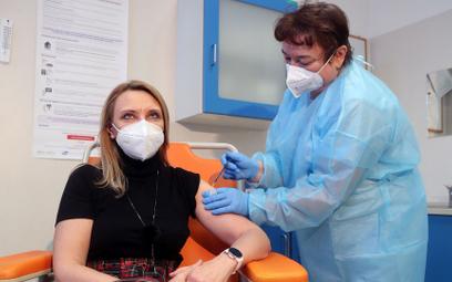 Pierwsze szczepienie przeciwko Covid-19 personelu medycznego