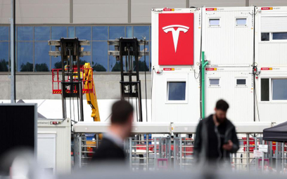 Tesla kompletuje załogę do zakładu pod Berlinem